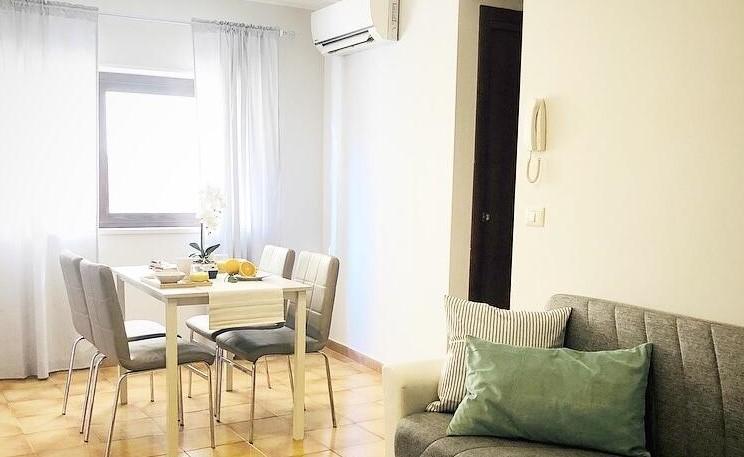 camera da pranzo con divano